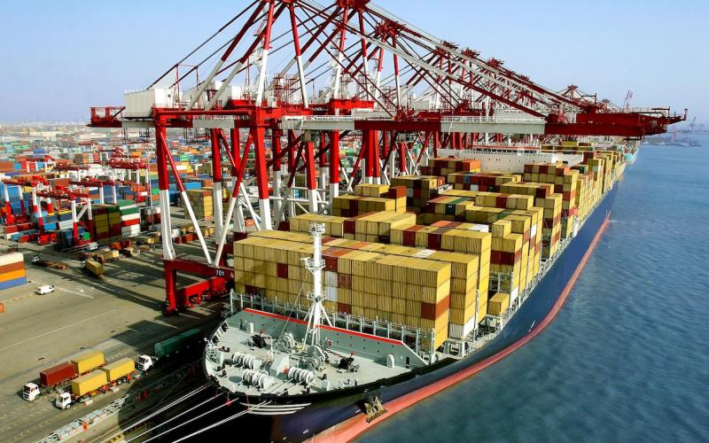 Image of a ship loaded with containers in a port